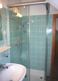 Bad mit Dusche und Badewanne - Bild 11: Traumhafte Bodensee Ferienwohnung - Wilhelmina Hangarter